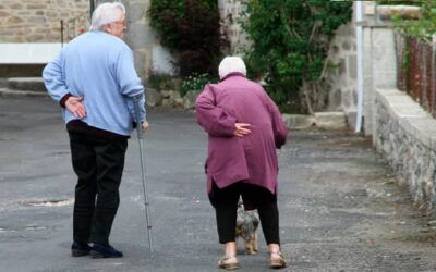 ¿Cómo evitar las caídas en personas mayores?