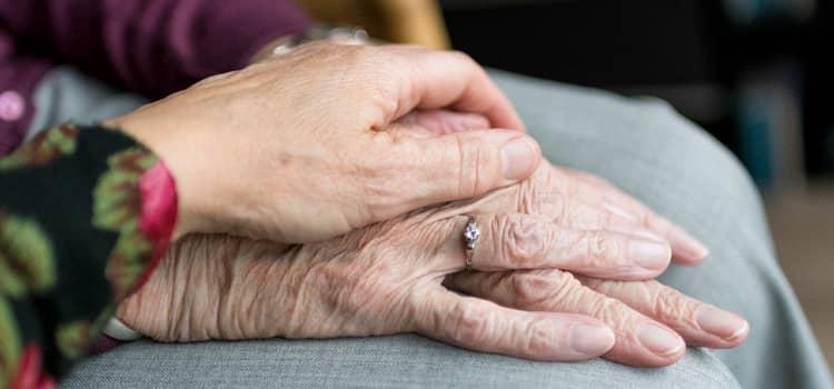 Cómo hacer compañía a personas mayores